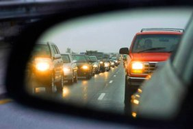 С 1 октября вступили новые правила для украинских водителей: включенные фары или штраф