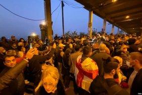На акции сторонников Саакашвили у бизнес-центра Иванишвили задержаны активисты